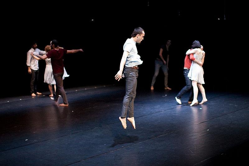 El espect culo komunikazioa inkomunikazioa viaja a argentina for Espectaculo kukai dantza