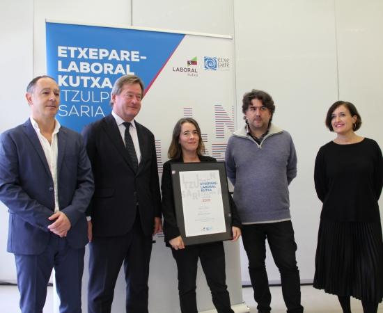 Ainara Munt receives the Etxepare-LABORAL Kutxa Translation Award