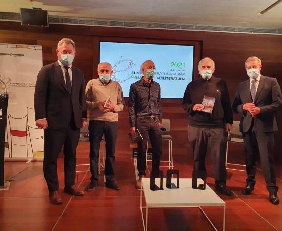 Euskadi Literatura Sariak 2021: Lizarralde, Lertxundi, Elosegi, Gururtxaga, Rodríguez, De Isusi eta Reparaz